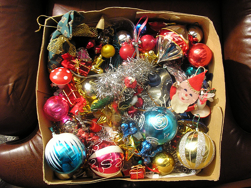 christmas-decorations-in-box
